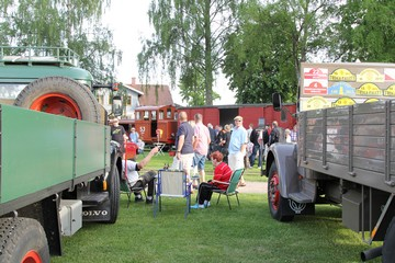 Oldtimer lorry and museum railway on Nostalgia Evening. Photo: Bernd Beckmann